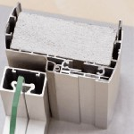 Двери в алюминиевой коробке с добором